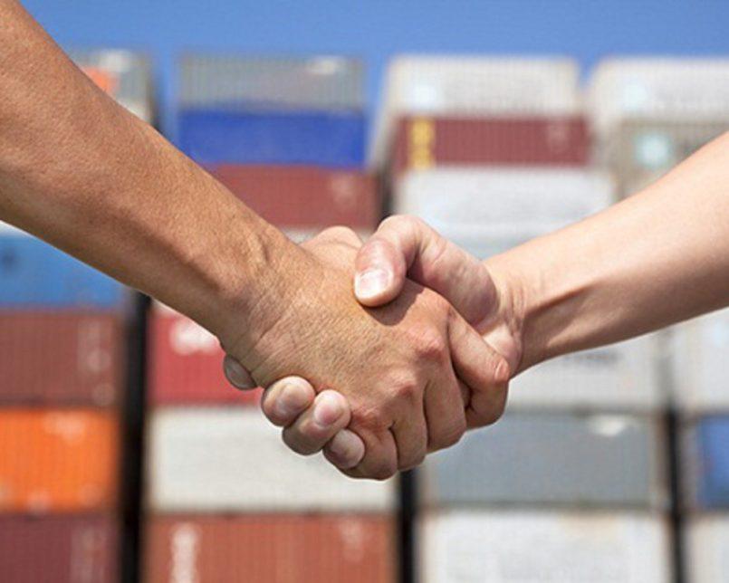 руки a26f83ef 805x644 - Евросоюз и Япония создают самую крупную ЗСТ
