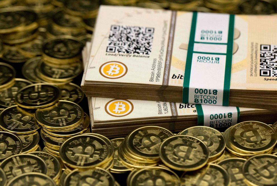 bitcoins 957x644 - В Швейцарии разрешили управление активами на основе биткоин