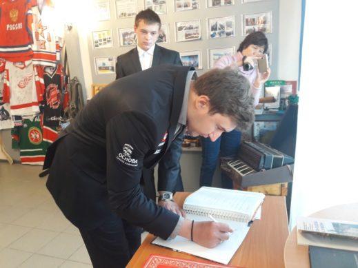 IMG 20170928 WA0008 519x389 - Сергей Карякин посетил Казань