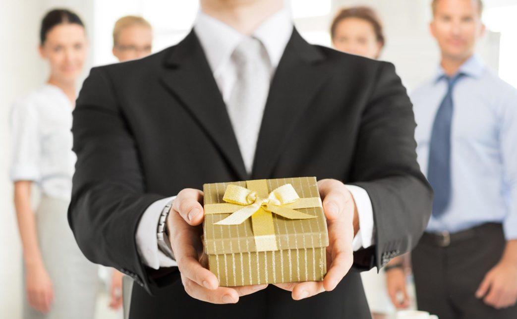 071916 1655 1 1043x644 - Подарки