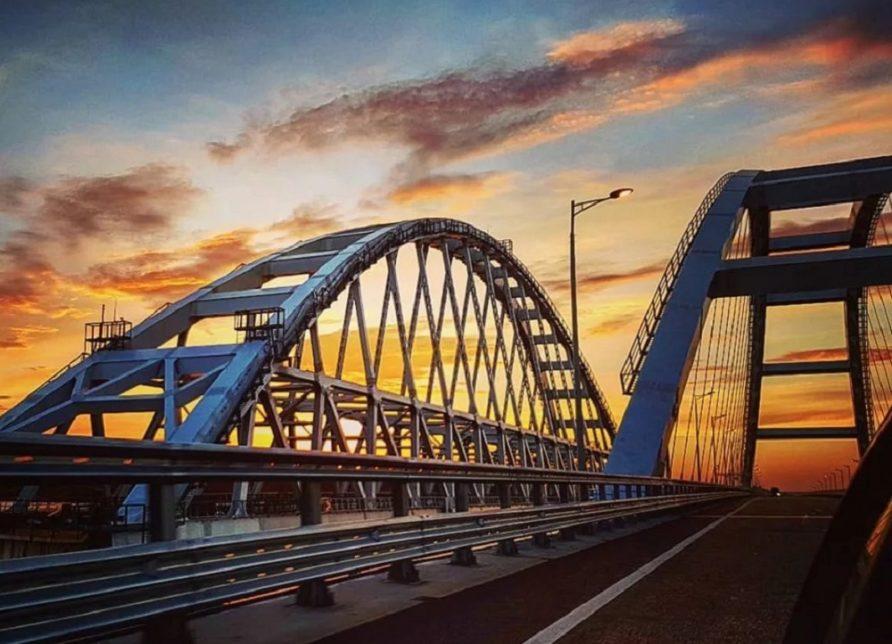 0ea32782f4c3ef82b5c7d39750d99adb 892x644 - Акции Крымского моста