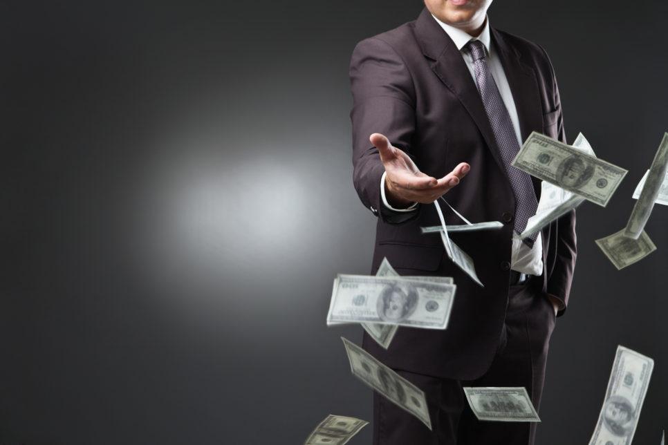 Throwing money away 966x644 - Поддержка МСП