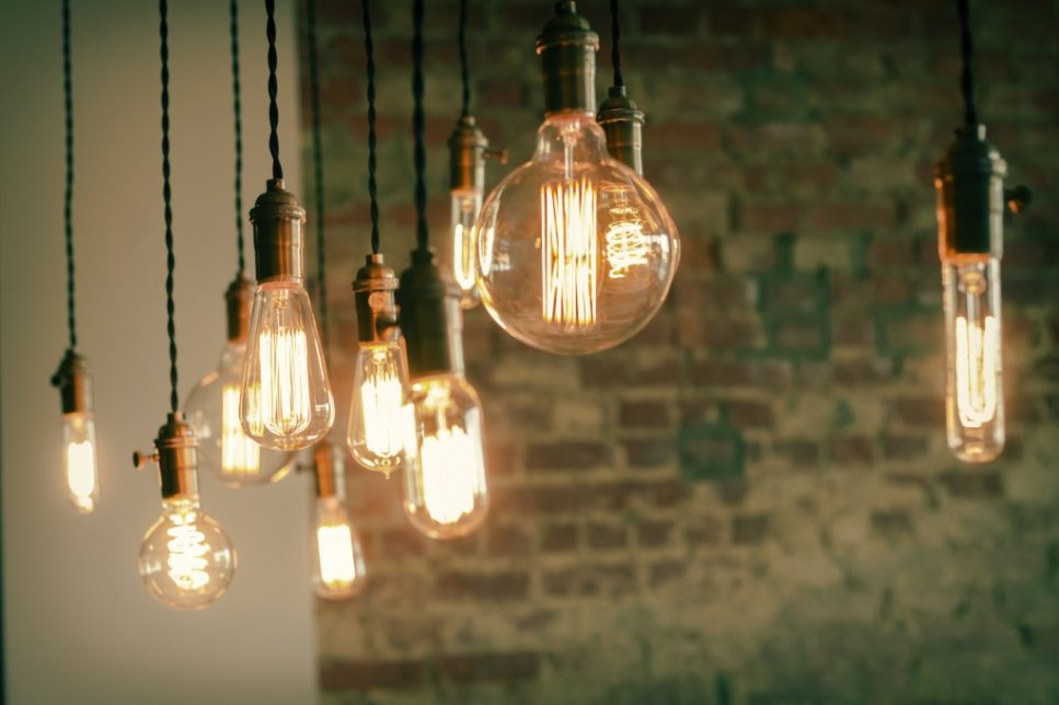 shutterstock 293051543 967x644 - Производство ламп