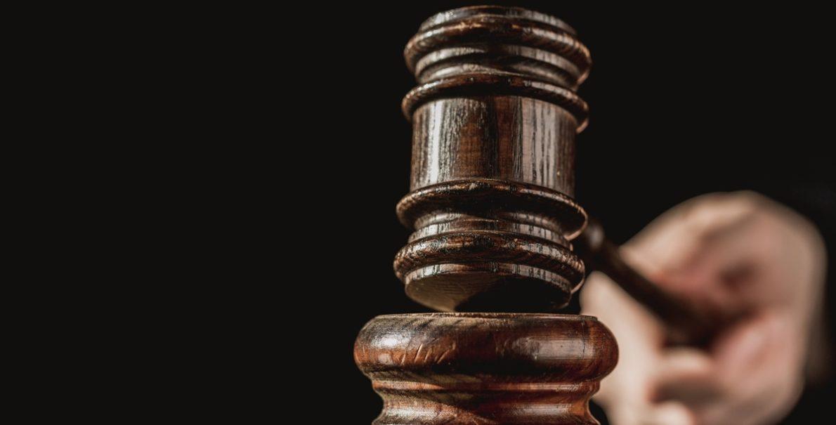 judge hammers gavel 4460x4460 kopiya 1190x605 - Аукционы