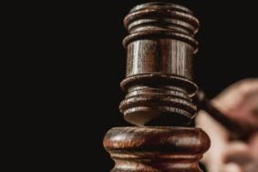 judge hammers gavel 4460x4460 kopiya 283x189 - Аукционы