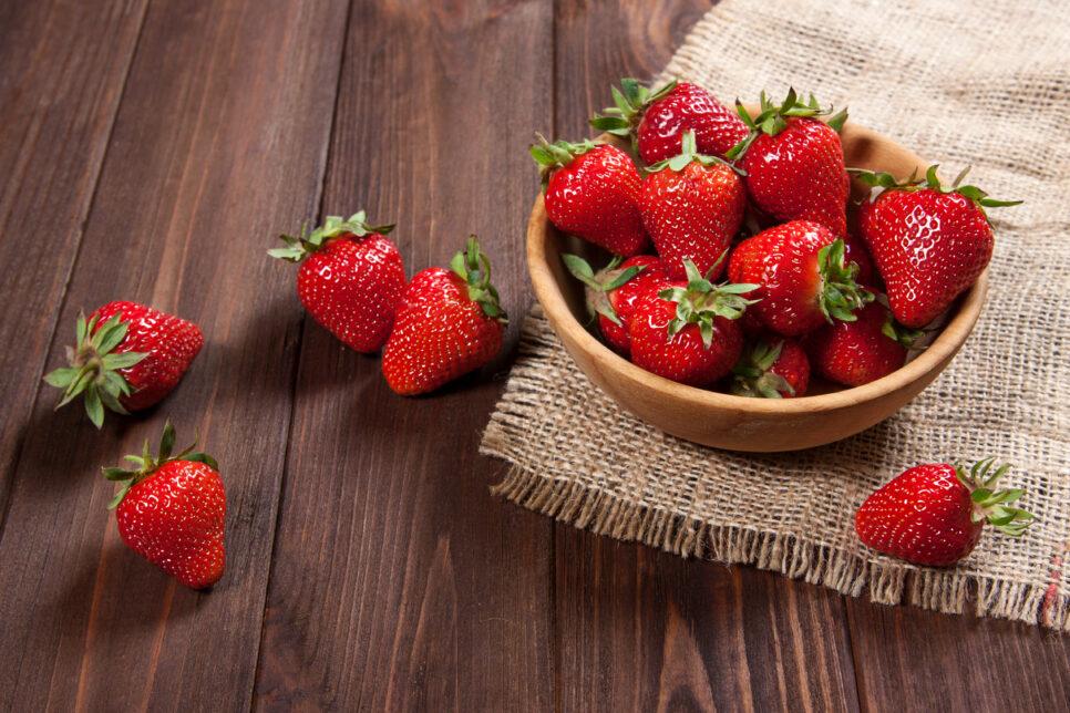 Berry Strawberry 494902 966x644 - Урожай клубники