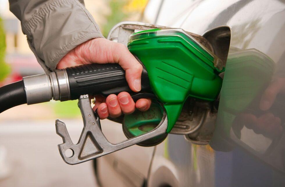 00000pochemu neft desheveet a benzin dorozhaet 1 980x644 - Цены на бензин